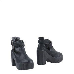 Italian chunky Leather boots PRIMADONNA